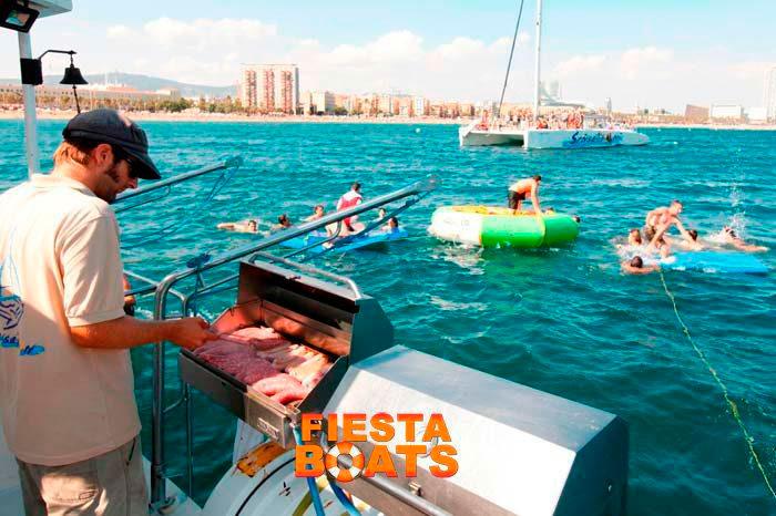 fiesta barco barcelona barbacoa